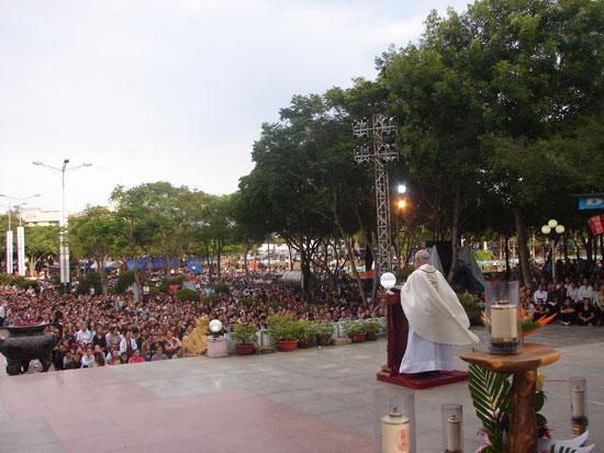 Thánh Lễ diễn ra sốt sắng linh thiêng bên Mẹ La Vang. 66