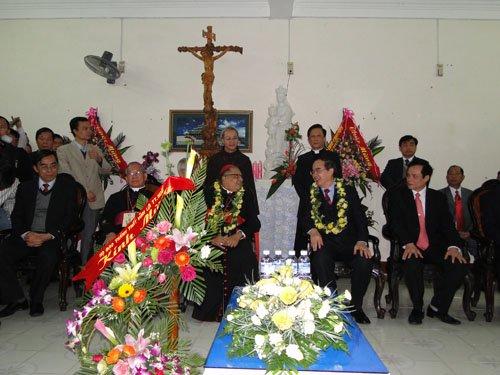 Các phái đoàn Tòa Thánh gặp gỡ thân mật tại Trung Tâm La Vang. 005