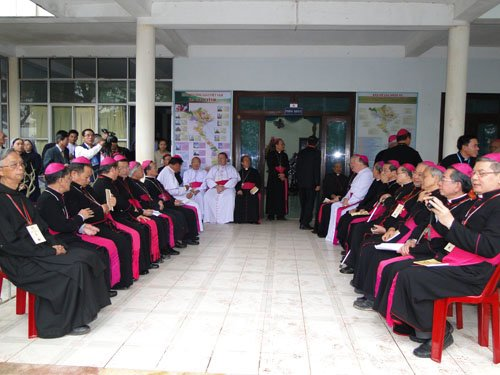 Nhiều Đức Cha, Giám Mục quy tụ về tham dự Đại Hội La Vang.004