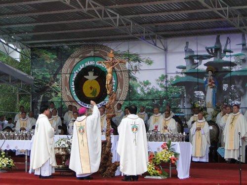 Dâng lễ bế mạc Đại hội La Vang lần thứ 29. 011