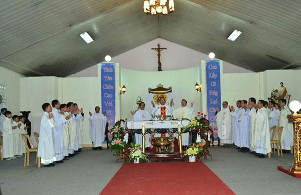 Thánh Lễ đồng tế của các cha tại La Vang.24
