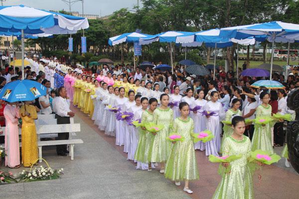 La Vang - Khai mạc tháng hoa 03