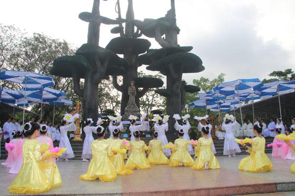La Vang - Khai mạc tháng hoa 07