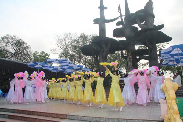 La Vang - Khai mạc tháng hoa 08