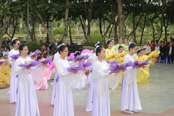 La Vang - Khai mạc tháng hoa 09