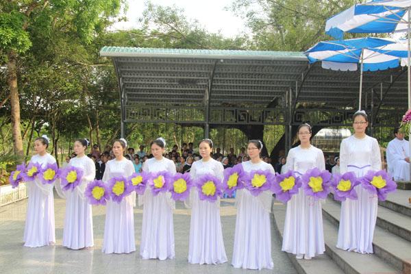 La Vang - Khai mạc tháng hoa 13