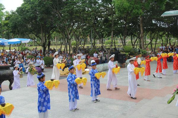 La Vang - Khai mạc tháng hoa 24